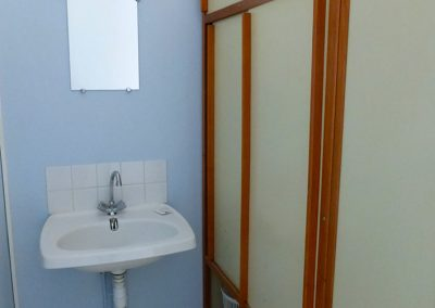 residence-nozats-chambre-lavabo